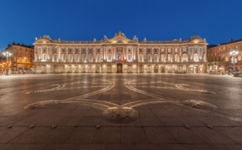 files/EUR/activites/playlist/340px-Toulouse_Capitole_Night_Wikimedia_Commons.jpg